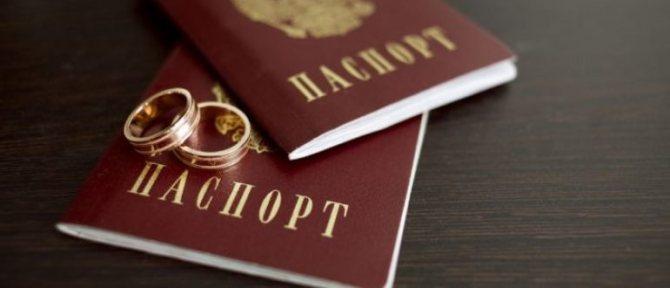В каких случаях возможна замена фамилии в паспорте по желанию?